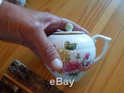 12 Porcelain Victoria & Albert Museum Tea Pots Franklin Mint Complete set
