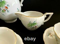 HEREND PORCELAIN HANDPAINTED TEA SET FOR 6 PERSONS WITH ROSEHIP PATTERN (17pcs.)